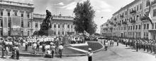 Одесса. Открытие памятника Потемкинцам. Фото М. Рыжака. 1965 г.