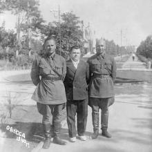 На аллее в санатории им. Дзержинского. 1940 г.