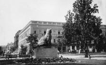 Одесса. Вид из городского сада на гостиницу «Франция», улицу Лассаля и Колодезный переулок. 1930-е гг.