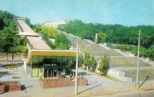 Одеса. Потьомкінські сходи та ескалатор. Фото Р. Якименка з комплекту листівок «Одеса». 1980 р.