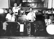 Музыканты ресторана «Волна». Скрипач — Борис Гризоцкий, с кларнетом — Семен Соболевский. Одесса. 1950-е гг.
