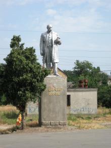 Памятник Шевченко в поселке им. Шевченко. Фото Олега Сивирина. 29 июня 2009 г.