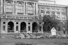 Фонтан «Молодость» в сквере у театра оперы и балета. 1960-е гг.