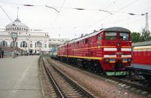 Одесса. На перроне железнодорожного вокзала. Фото Владимира Стозуба. 2000 г.