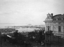 Вид на Одесский порт. На рейде броненосец