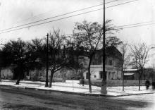 Вид с ул. Чкалова на ул. Сталина (справа сквер им. Кирова). Фото К. Корченова. Конец 1940-х гг.