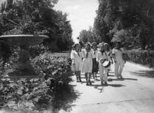Український Артек (Одеса). На головній алеї. Фото Б. Левіта. Поштова картка. 1939 р.
