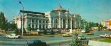 Будинок залізничного вокзалу. Фото Б. Мінделя на листівці з комплекту «Одеса». 1982 р.