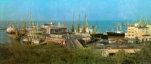 Вид на морський вокзал і порт. Фото Р. Папік,яна на листівці з комплекту «Одеса». 1982 р.