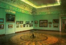 Центральний зал Художнього музею. Фото Р. Папік,яна на листівці з комплекту «Одеса». 1982 р.