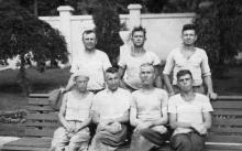 В парке Ильича бригада асфальтировщиков инженерно-дорожного треста. Одесса, июнь, 1950 г.