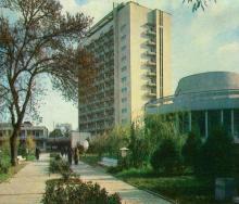 База відпочинку заводу «Будгідравліка». Фото Р. Папік,яна на листівці з комплекту «Одеса». 1982 р.