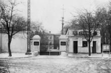 Главный вход в Одесский институт инженеров морского флота с ул. Мечникова. 1950-е гг.