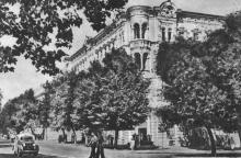Одеса. Готель «Червоний». Фото на поштовій листівці з комплекту «Одеса». 1955 р.