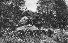 Одеса. Скульптура в міському саду. Фото на поштовій листівці з комплекту «Одеса». 1955 р.