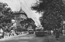 Одеса. Дерибасівська вулиця. Фото на поштовій листівці з комплекту «Одеса». 1955 р.