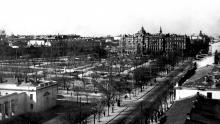 Ул. 10-летия Красной Армии (Преображенская) и площадь Советской Армии (Соборная), видны два фонтана, фотограф А. Подберезский, 1949 г.