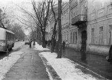 Одесса, ул. Толстого. Справа школа № 3. Фото Сергея Тетенко. 1976 г.