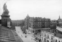 Одесса. Вид с крыши Пассажа на угол улиц Чкалова и Преображенской, дом Либмана. Фото В. Иванова. 22 апреля 1944 г.