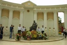 Открытие памятника Г.Г. Маразли на Греческой пл., фотограф О. Владимирский, 2 сентября 2004 г.