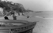 Одесса. Пляж на 9-й ст. Большого Фонтана, за мысом Аркадия. 1960-е гг.