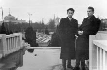 На трибунах на площади им. Октябрьской революции. 1950-е гг.