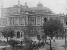 Одесса. Городской театр со стороны сквера им. Чарльза Дарвина. 1930-е гг.