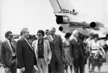 Во время встречи в аэропорту делегации исполнительного веча Социалистической республики Хорватии. г. Одесса 1980 г. И. Павленко (13171)