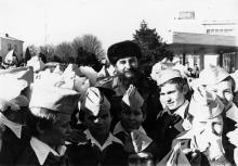 Проводы из Одессы делегации Кубы во главе с Председателем Государственного Совета и Сов. Мина Республики Куба Фиделем Кастро Рус. Одесса 1981 г. В. Самохоцкий И. Павленко (11708)