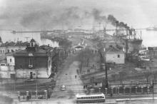 Одесса. Вид на вход на старый морвокзал и улицу Суворова. 1958 г.