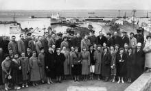 На фоне морского вокзала Одесского порта. 1960 г.
