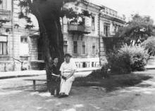 Одесса. В сквере возле дома № 1 по ул. Советской Армии. 1953 г.