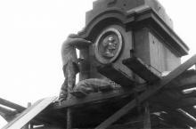 Одесса. Реконструкция колонны, установка барельефа Суворова. Фото Геннадия Калугина. 1976 г.
