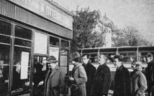 Одесса. Экскурсионный киоск на Привокзальной площади. Фото в справочнике «Будьте, как дома», 1969 г.