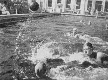 Одесса. Плавательный бассейн клуба ОдВО. Фото в справочнике «Будьте, как дома», 1969 г.