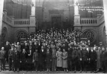 Одесса. Перед входом в горсовет (ошибочно написан музей). Апрель, 1941 г.