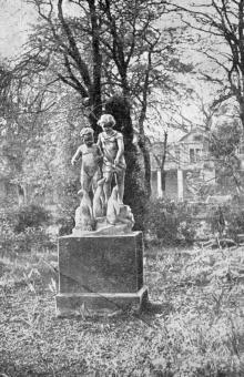 В парке санатория имени Крупской. Фото в буклете «Черноморка». 1973 г.