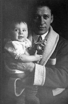 К.Б. Корченов с сыном Витей. Одесса, 1940 г.