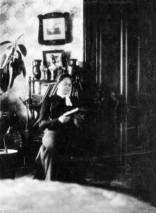 Доротея Арнольдовна Галюзман в Одессе, в доме-усадьбе на ул. Перекопской победы (Канатной), 112. 1912 г.