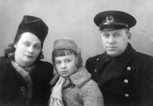 Корченова Н.И. и Корченов К.Б. с сыном Витей, Одесса, 1950 г.