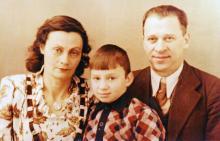 Корченова Н.И. и Корченов К.Б. с сыном Витей. Одесса, 1950 г.