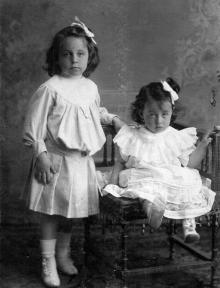Галюзман Вика и Галюзман Надюша. Одесса, 1907 г.