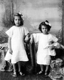 Галюзман Вика и Галюзман Надюша. Одесса, 1909 г.