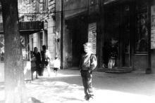 Одесса. Кинотеатр им. Фрунзе, за спиной мальчика кассы и вход в кинозал «Малютка». Фото В.А. Гаврилюка, 1981 г.