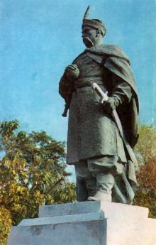 Черкассы, парк им. 1-го мая. Памятник Богдану Хельницкому. Фото А. Захарченко на открытке