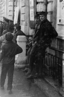 Одесса, ул. Карла Кибкнехка, 45. У входа в малый зал кинотеатра им. Горького. 1980-е гг.