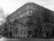 Одесса. Дом № 75 по ул. Островидова, угол. Толстого. Конец 1980-х гг.