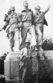 «Дружба народов», скульптура в парке им. Шевченко