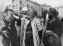 Одесса. За домом № 7 по Ново-Аркадийской дороге. Съемки фильма Старик Хоттабыч. 1956 г.