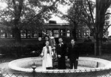 Одесса. Фонтан перед домом № 99 по ул. Свердлова (пред центральным входом в Сельхозинститут). 1950-е гг.